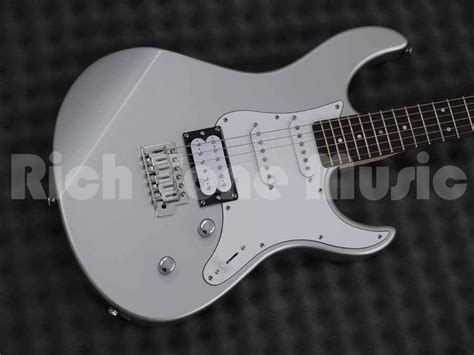 Yamaha Pacifica 112V Electric Guitar - Silver | Rich Tone
