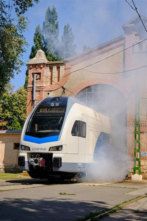 First Kiss train for MÁV presented